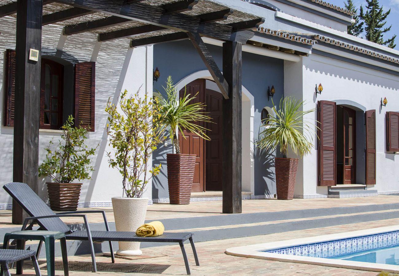 Villa in Vilamoura - Villa Arrochela   5 bedrooms   Total Privacy   Vilamoura